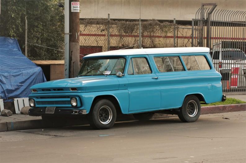 mid-60s-chevy-suburban-3