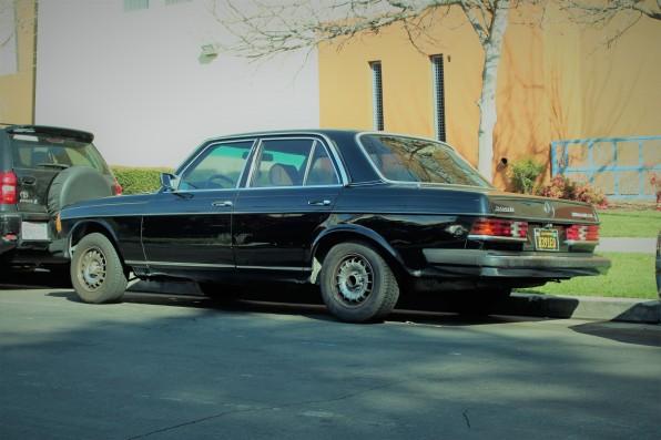23 - 1982 Mercedes-Benz 300D Sedan (2)