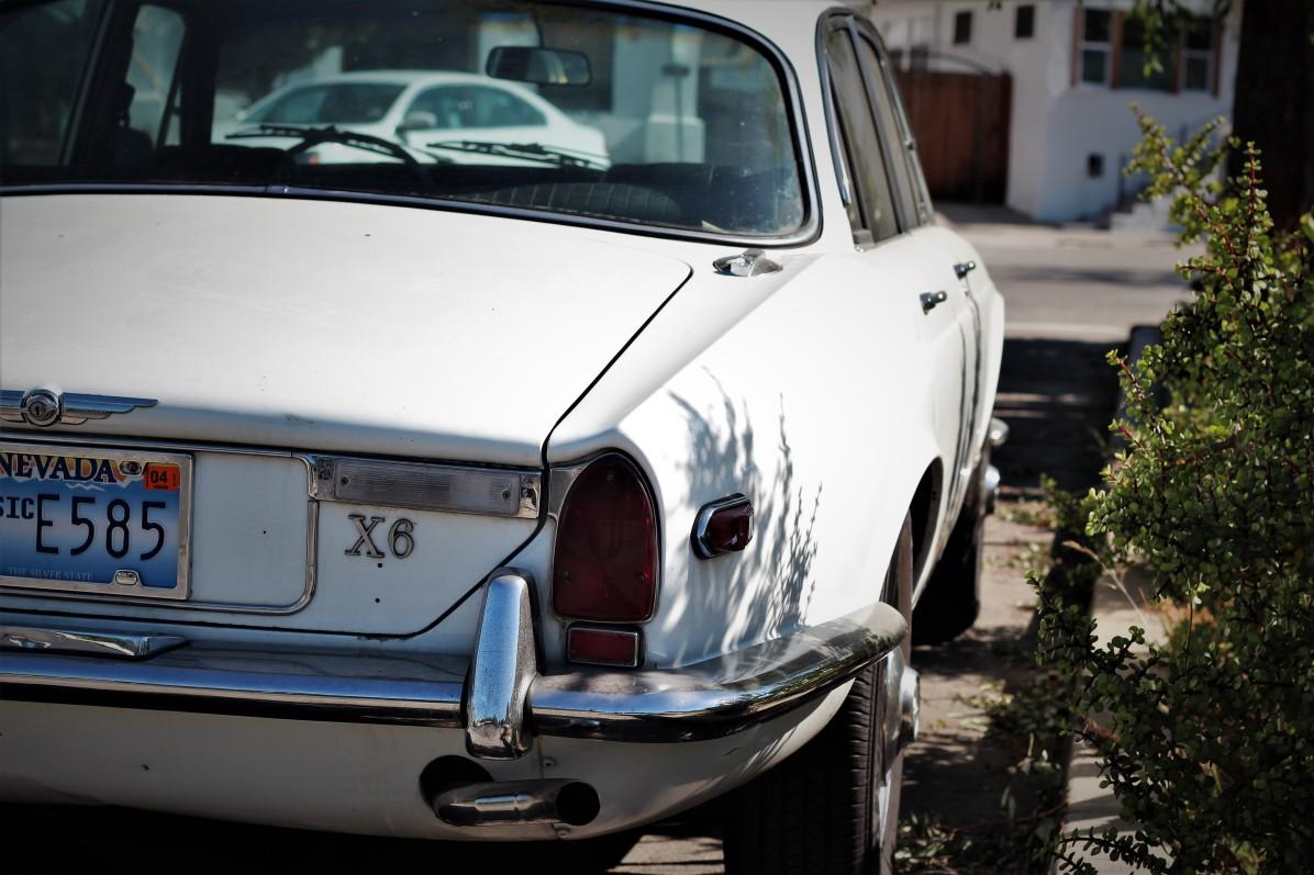 13 - 1970 Jaguar XJ6 Sedan (1)