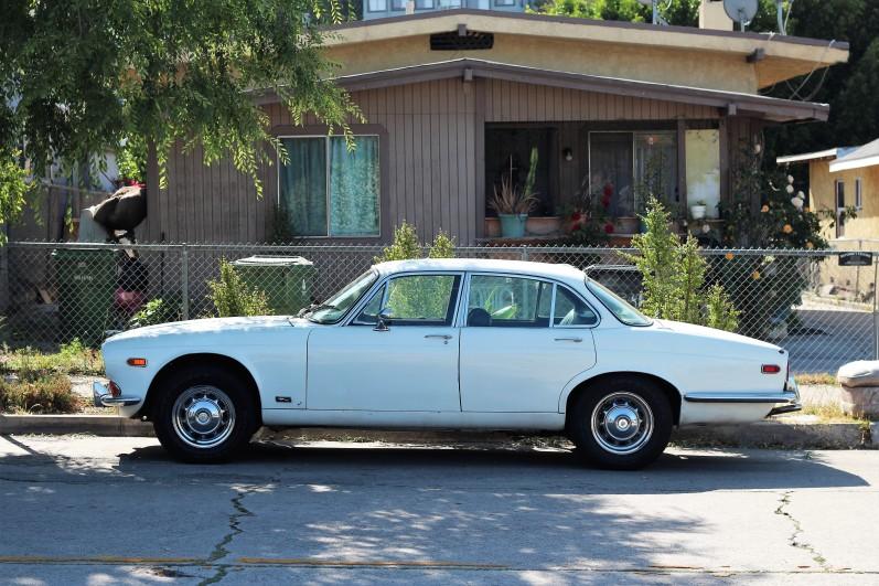 13 - 1970 Jaguar XJ6 Sedan (3)
