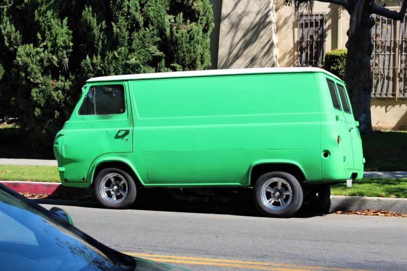 7 - 1964 Ford Econoline Van (3)