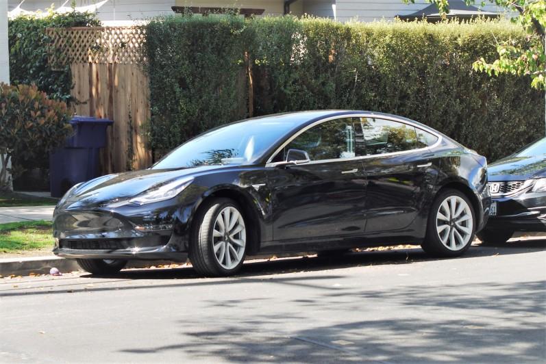 Tesla Model 3 - NEW (1)