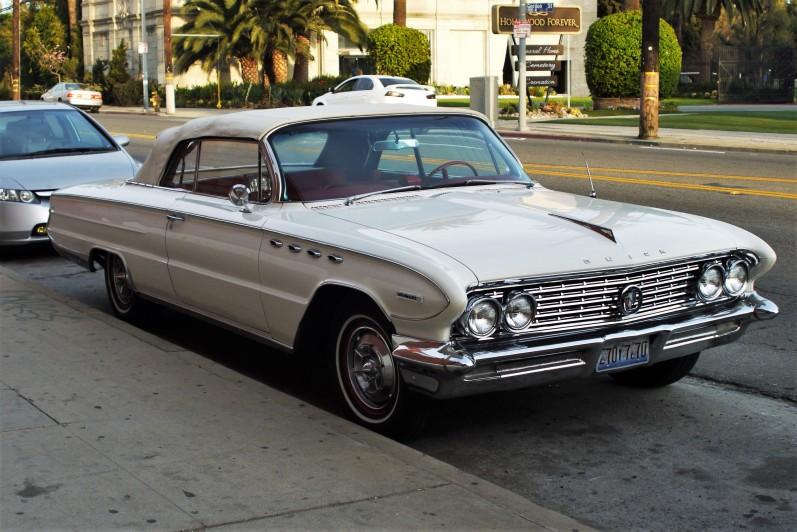 1961 Buick Electra 255 two-door (1)