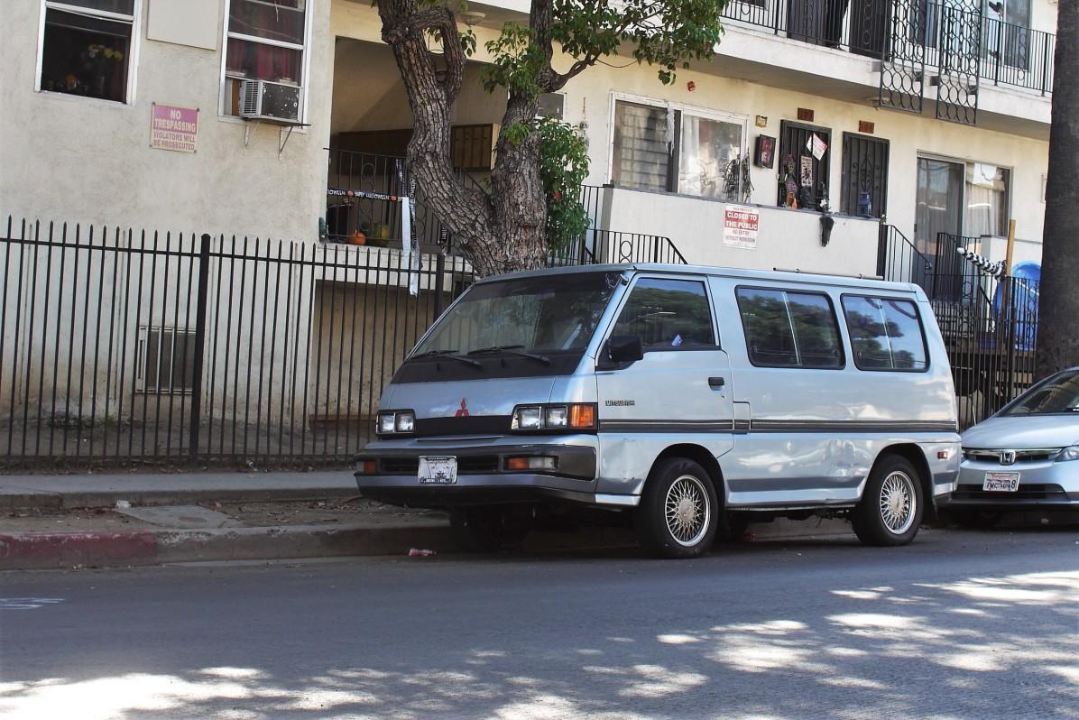 1990 Mitsubishi LS Wagon (Van) (4)