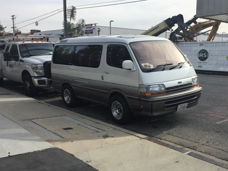 1993 Toyota HiAce Super Custom Limited (2)